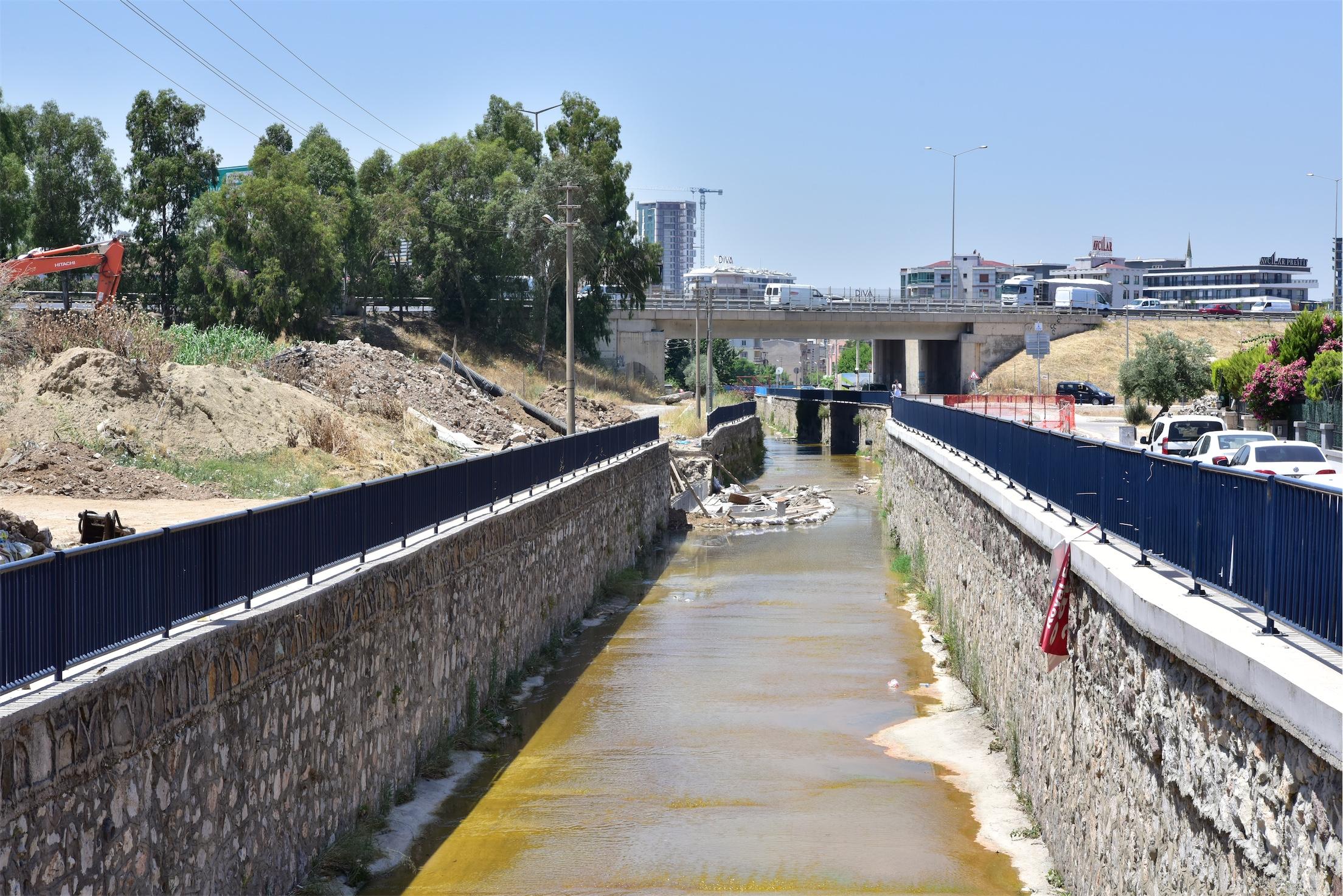 Bornova'da trafiği rahatlatacak yeni köprüler