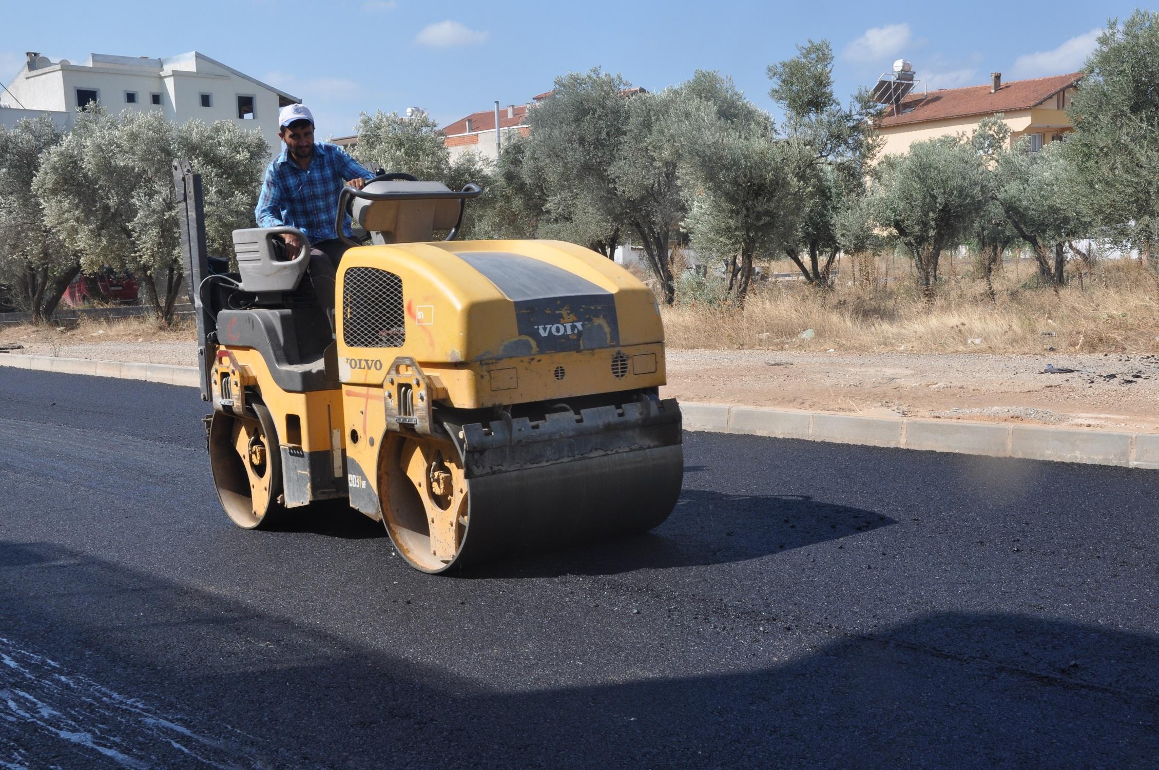 Menderes Belediyesi'nden bozuk yollara bakım