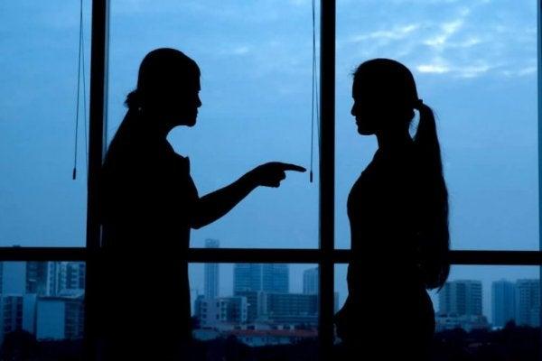 Bekir Aksoy yazdı:  Hatalardan ders çıkarmak veya hatayı başkasında aramak