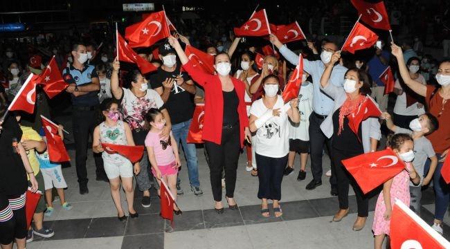 Balçova'da maskeli 30 Ağustos kutlaması