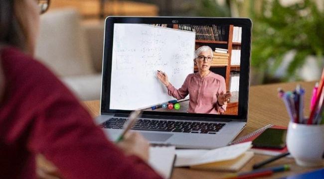 """""""Evinde bilgisayar ve internet olmayan eğitime nasıl başladı?"""""""