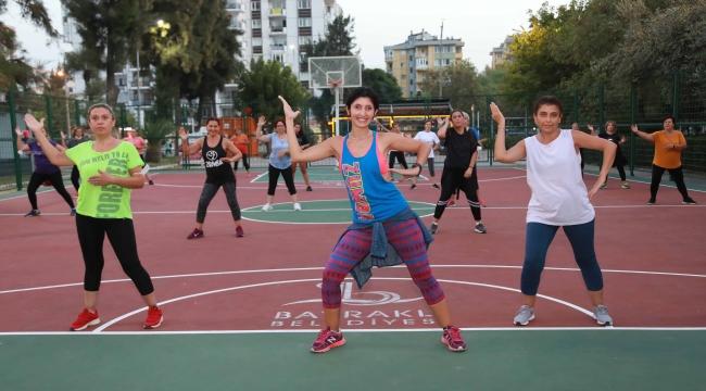Bayraklı'da etkinlikler devam ediyor: Sabah yoga akşam zumba