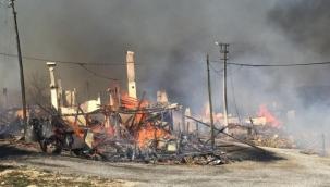 Bolu'da feci yangın: Çok sayıda ev alev aldı!