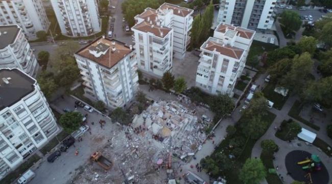 İzmir'de yıkılan binaların hepsi ruhsatlıymış