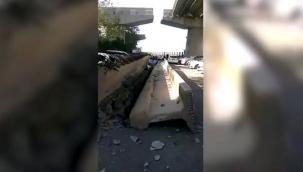 İzmir'deki depremde dev köprü blokları otomobillerin üzerine düştü