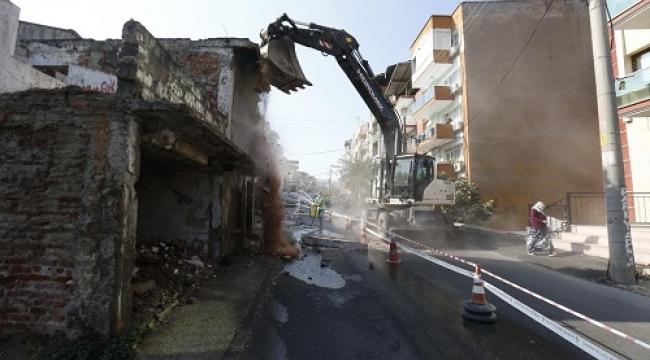 Konak'ta metruk binalar bir bir yıkılıyor!