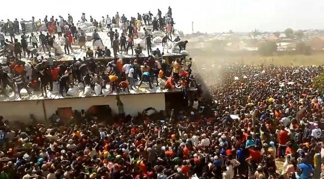 Nijerya'da Covid-19 gıda yardım depoları yağmalanıyor
