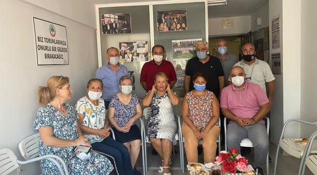 Zeynep Altıok'tan kapatılmak istenen Emekli- Sen'e ziyaret