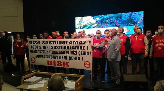 Deprem sonrası toplanan Büyükşehir Meclisi'ne DİSK baskını!