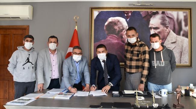 Foça Belediyesi'nde sözleşme sevinci!