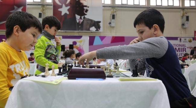 Gaziemir Belediyesi'nden çocuklar için satranç turnuvası