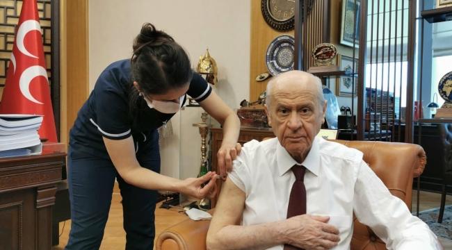 MHP lideri Bahçeli de koronavirüs aşısı oldu!