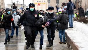 Rusya'da sokaklar karıştı: En az bin kişi gözaltında