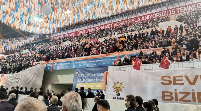 AK Parti İzmir kongresinde koronavirüs unutuldu!