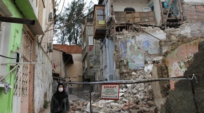 Deprem ve sağanak İzmir'in tarihini vurdu! İkiçeşmelik diken üstünde