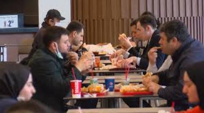 Restoranlar açıldı, AVM'lerin yemek katları doldu