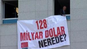 '128 milyar dolar nerede?' pankartı TBMM'de