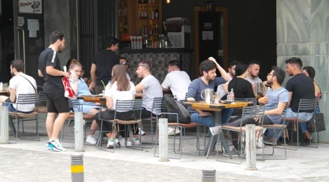 Yunanistan'da kafe ve restoranlar açıldı!