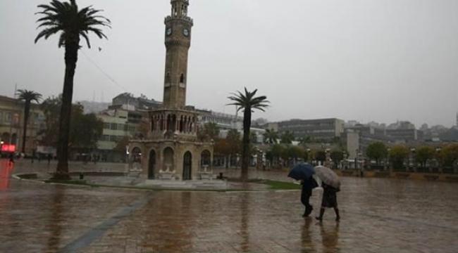 Meteoroloji uyarmıştı: İzmir'de sağanak yağış etkili oldu!