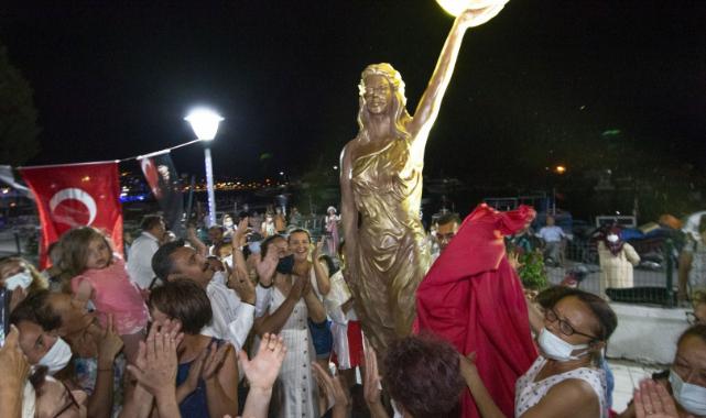 Dikili'de Kadın Hakları Parkı ve ilk Kadın Heykeli açıldı!