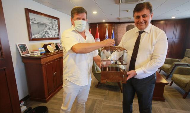 Karşıyakalı Kanarya Yetiştiricilerinden Başkan Tugay'a ziyaret